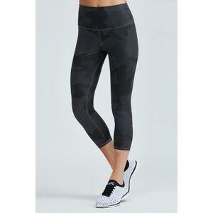 Alo Yoga Camo High Waist Airbrush Capri Rise Pants
